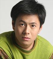 演员黄智超饰演小胡