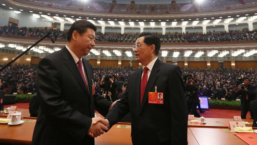 第十二届全国人民代表大会第一次会议闭幕 习近平与胡锦涛亲切握手