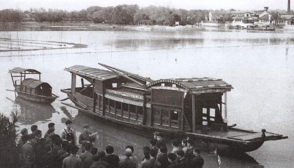 1921年7月底,中国共产党第一次全国代表大会由上海转移到嘉兴南湖图片