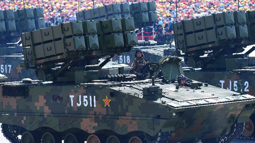 <font style=line-height:2em;color:#555>&nbsp;&nbsp;&nbsp;&nbsp;图为反坦克导弹方队接受检阅。反坦克导弹为首次公开亮相的红箭-10多用途武器系统,是我军目前装备的最新式反坦克武器。</font>