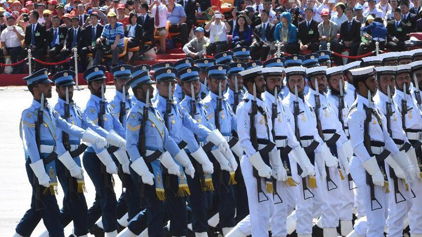 <font style=line-height:2em;color:#555>巴基斯坦武装力量方队通过天安门广场。 </font>