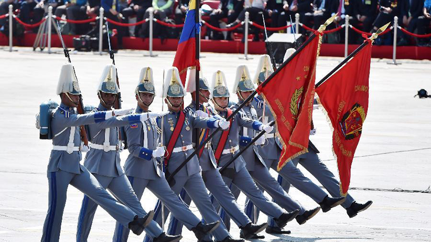<font style=line-height:2em;color:#555>&nbsp;&nbsp;&nbsp;&nbsp;委内瑞拉军队代表队通过天安门广场。</font>