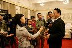 [高清组图]媒体采访南京亚青会执行主席杨卫泽