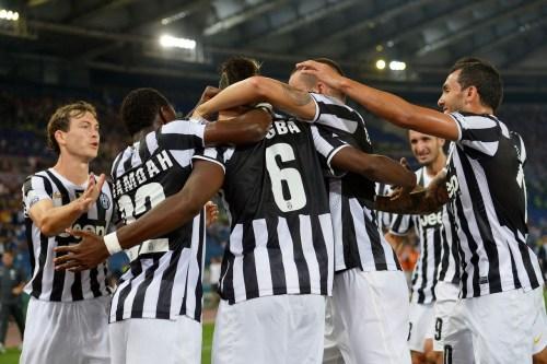[高清组图]意大利超级杯-尤文图斯4-0拉齐奥捧杯