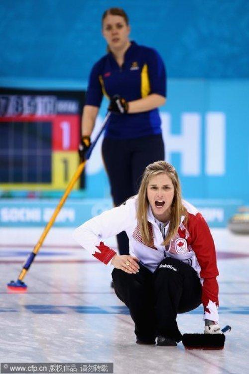 [高清组图]女子冰壶决赛加拿大6-3胜瑞典