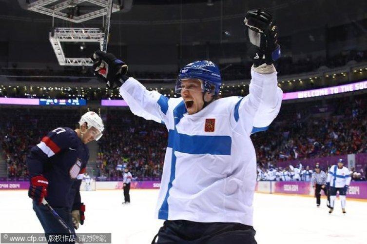 [高清组图]塞兰尼梅开二度 芬兰获胜摘男冰铜牌