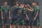 [高清组图]墨西哥队赛前训练 球员互开玩笑气氛好