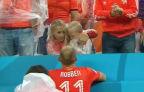 [高清组图]荷兰出局感人一幕 小罗本哭泣爸爸安慰