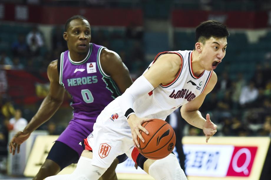[图]山东客场98-95险胜广州 送给对手15连败