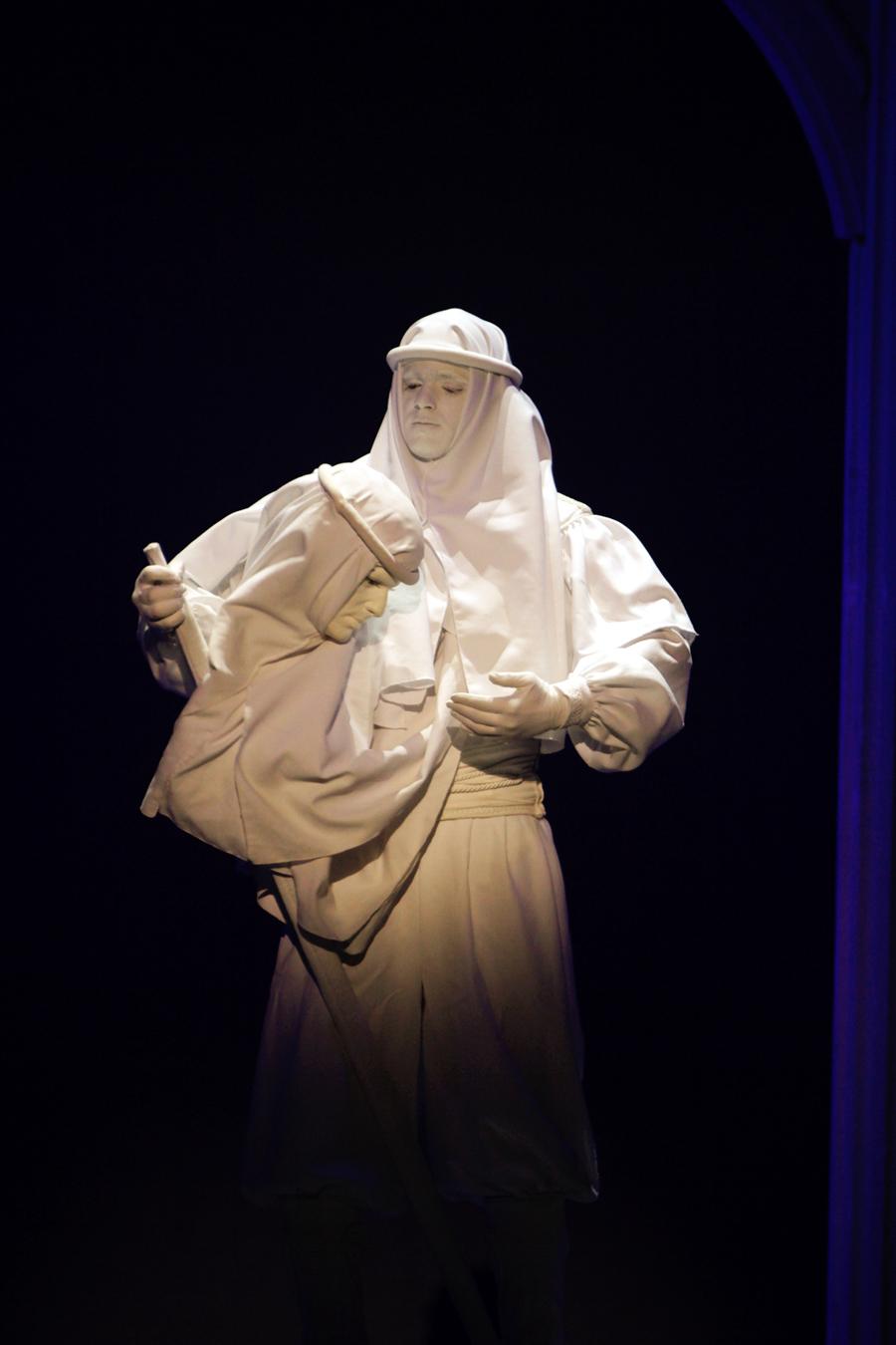 高大上的地中海风格双头雕塑表演
