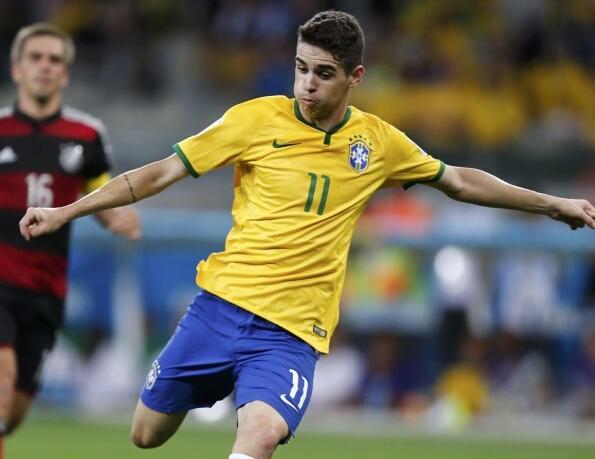 [世界杯]巴西队中场过顶长传 奥斯卡抽射打进