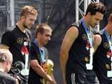 [世界杯]德国队捧杯回国 与球迷一同疯狂庆祝