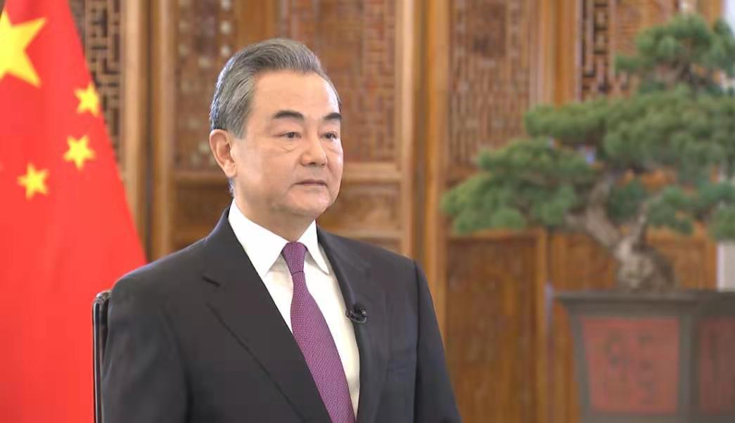 《今日关注》 20210102 奋楫破浪 坚毅前行 王毅谈中国外交