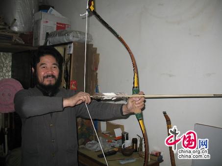 杨福喜手拉清道光三年制老弓