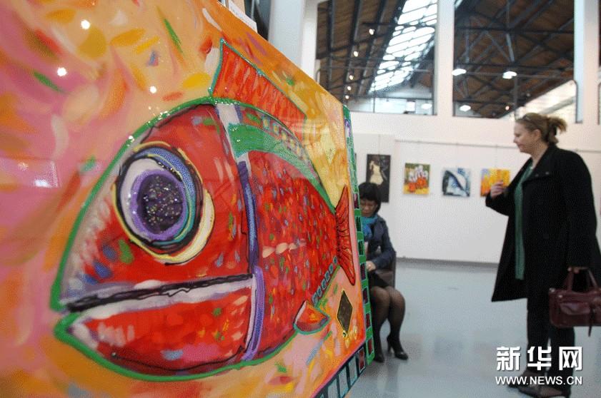 这是11月8日在法国当代艺术展上拍摄的作品《幸运之鱼》。