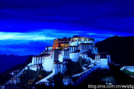 新浪旅游配图:布达拉宫夜色 摄影:人间天堂