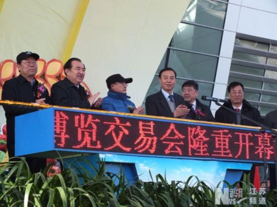 全国人大农业与农村委员会副主任、中国农技推广协会会长尹成杰宣布开幕。 (张晋萁 摄)