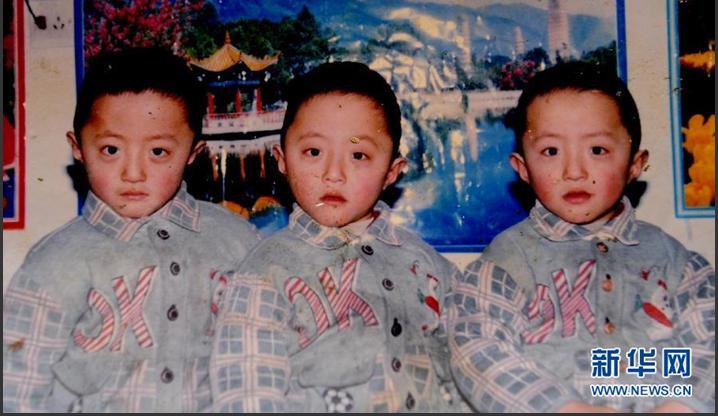 这是三胞胎兄弟任志强,任志军,任志慧(从左至右)小时候的合影.