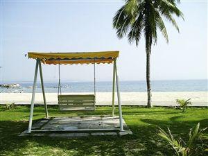 """蜈支洲岛被人称为""""中国的马尔代夫""""。"""
