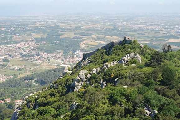 """罗卡角(Cape Roca)曾被网民评为""""全球最值得去的50个地方""""之一。这个葡萄牙境内毗邻大西洋的海岬,有""""欧洲最西端""""的美誉。"""