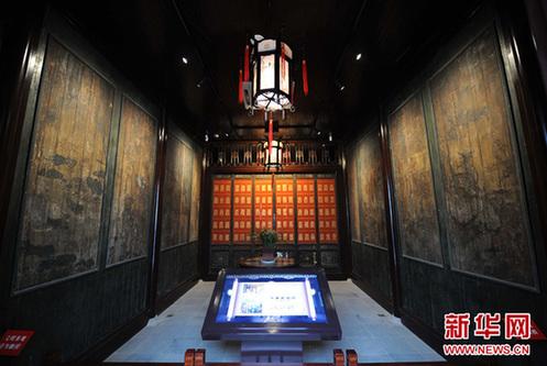 2月7日,太平天国木板壁画(建筑两侧)对外展出。新华网图片 孙参 摄