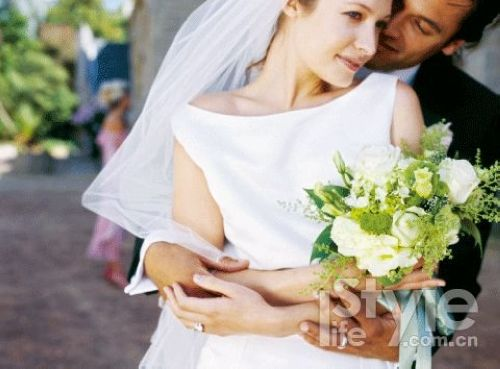 圣托里尼的婚礼是世界上最浪漫的婚礼之一