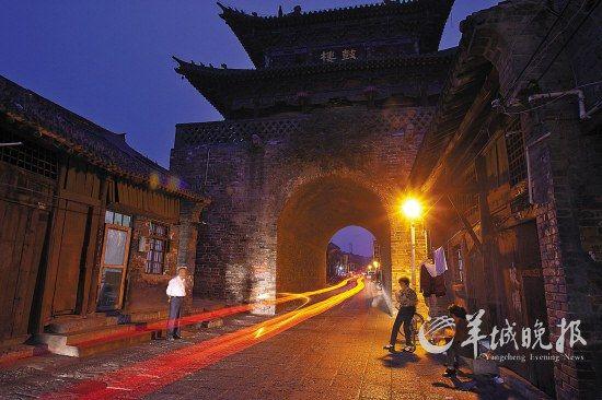 夜幕中的洛阳老城,依然被岁月填满
