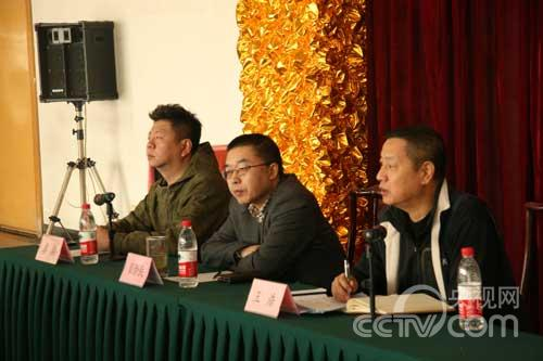 音乐组廖祺、黎新民、出题组王浩对选手进行培训