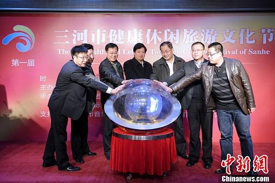 3月28日,京冀两地旅游部分相关负责人点亮旅游节启动装置。