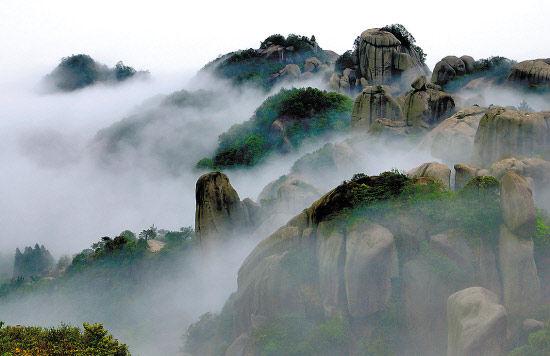 宁德太姥山雾气缭绕、山峦叠翠是宁德世界地质公园一部分 来建强摄
