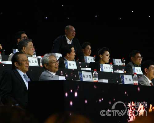 李杰与选手对唱《龙船调》