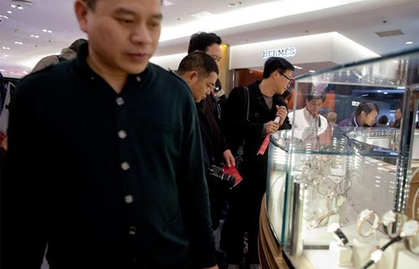 中国顾客在挑选名表