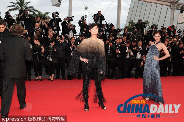 李宇春亮相 戛纳电影节 《一切尽失》首映红毯