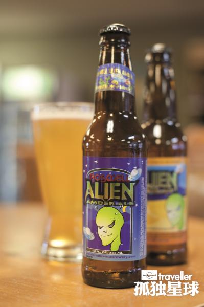 印有外星人图案的当地啤酒