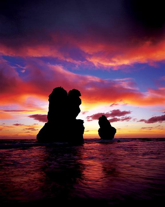 夕阳海浪手绘背景