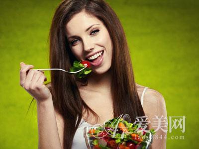 小心撑着了! 吃太饱 容易给身体带来7种病