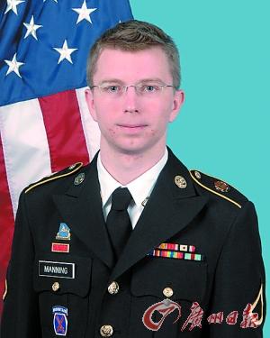 美国检察部门指控他从军用网络系统内窃取机密文件并提供给维基揭秘网