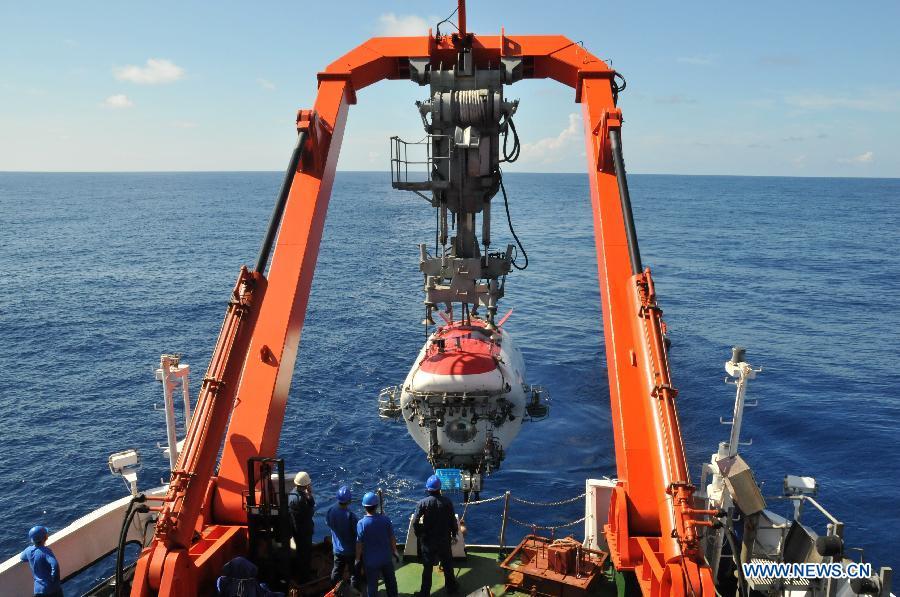 """Китайский обитаемый глубоководный батискаф """"Цзяолун"""" приступил к научным исследованиям в Южно-Китайском море"""