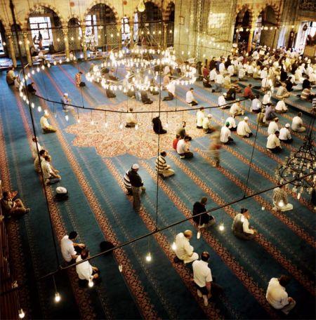 无论如何努力西化,这座城骨子里流的依然是伊斯兰的纯正血液 摄影/Alfredo D'Amato