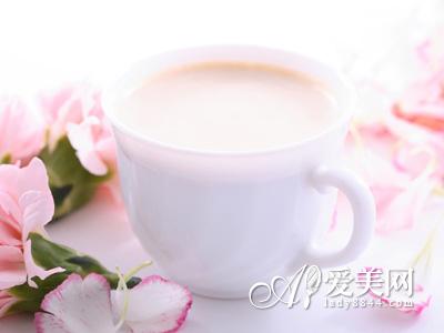 揭开高钙奶的功效谎言 营养不如普通奶