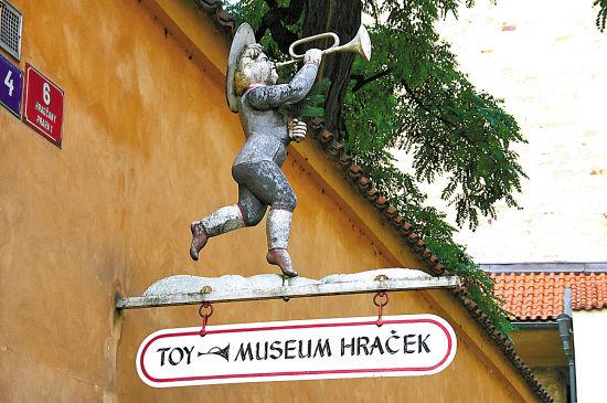 布拉格玩具博物馆门口的吹号小人