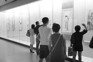 书画展吸引众多市民参观