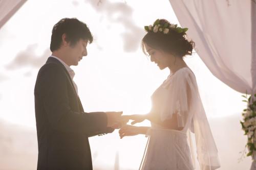 郑钧刘芸唯美婚礼曝光 新郎告白新娘落泪