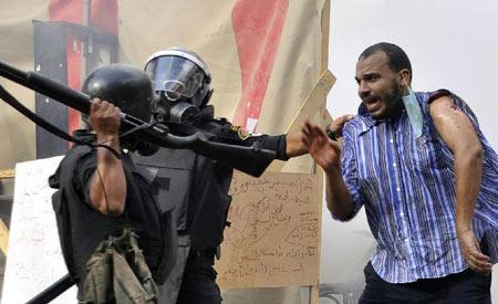 安全部队对穆兄会的两处抗议阵地强行清场