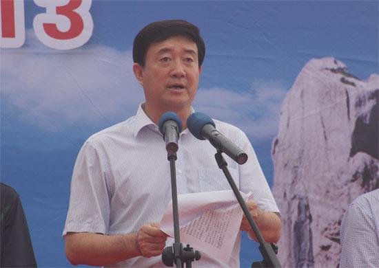 (日照市旅游局局长王立新致辞 / 央视网 李响摄)