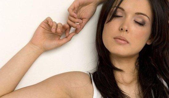研究发现缺觉一周长两斤 熬夜疲惫还催肥