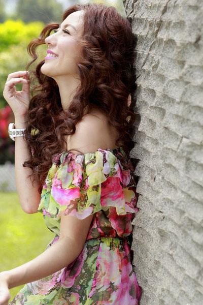 刘心悠碎花洋裙 甜美优雅气质迷人