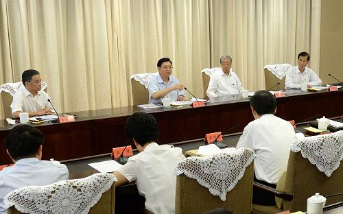 这是9月13日,张德江在南京参加江苏省委领导班子专题民主生活会。新华社记者 刘建生 摄