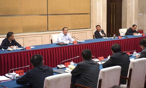 这是9月28日,俞正声参加甘肃省委领导班子专题民主生活会。记者 李学仁 摄