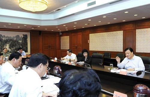 这是9月29日,刘云山参加浙江省委领导班子专题民主生活会。记者 饶爱民 摄